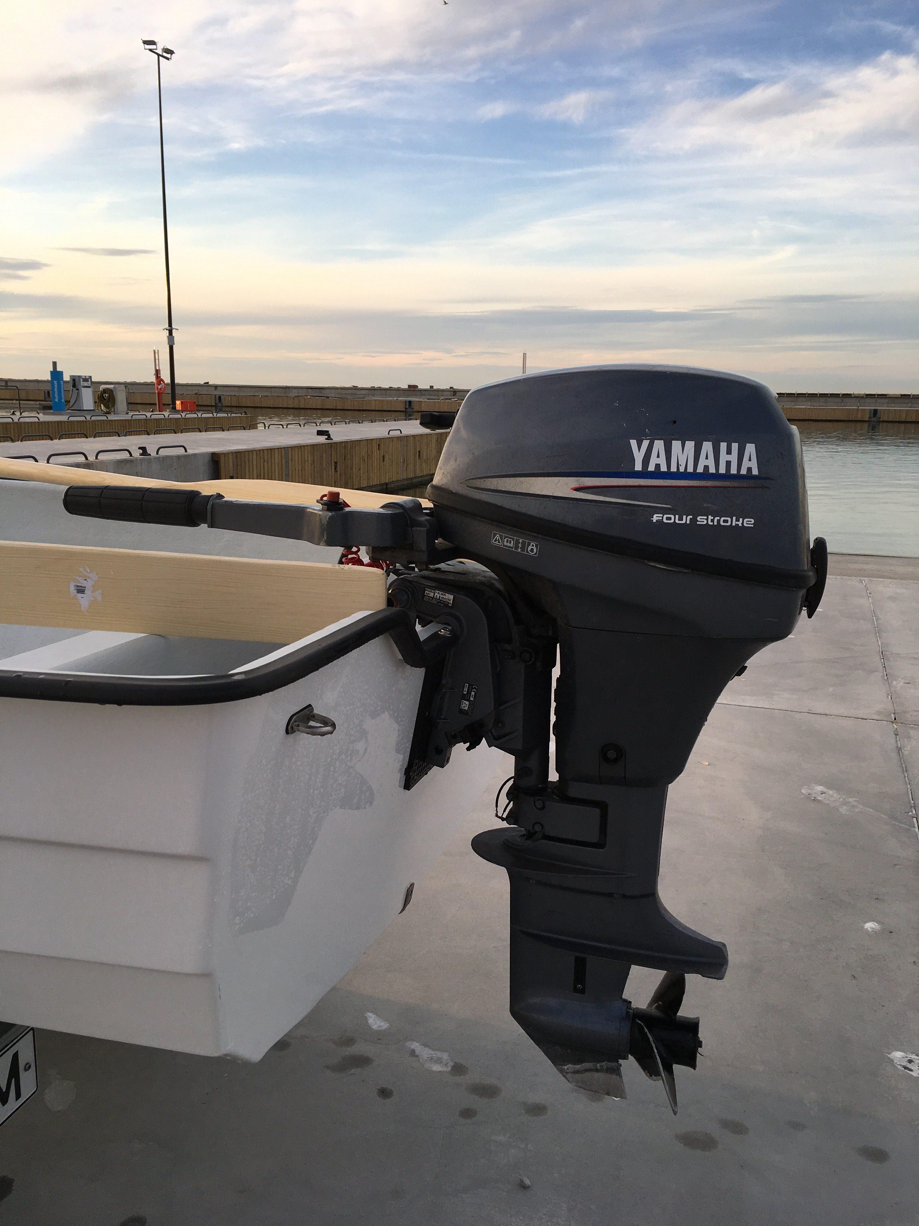 Yamaha-F8